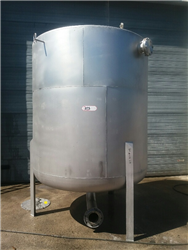 Used vertical tank 6750 liters SS316 with 3 feet