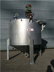 Used tank 750 liters Stainless steel with agitator and conical bottom on 3 feet