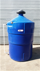 Used tank 1500 liters HDPE with retention tray